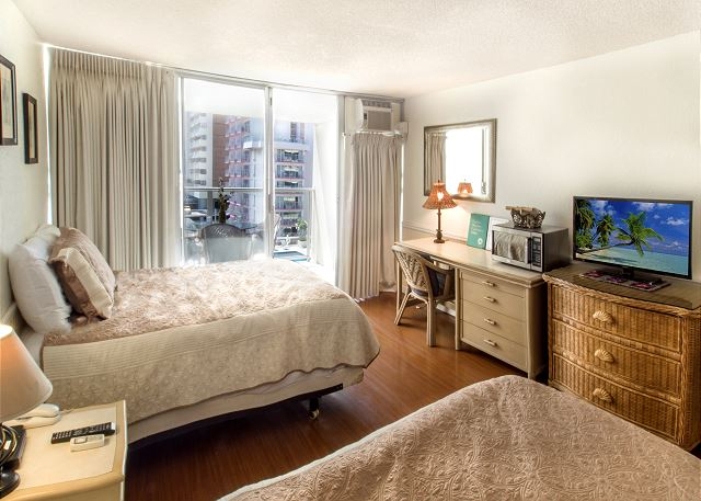 Studio Unit with Cable TV in Waikiki