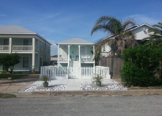 Beachside, Beachview, Wi-Fi, Off-Street Parking, Sleeps 6 - Galveston, Texas