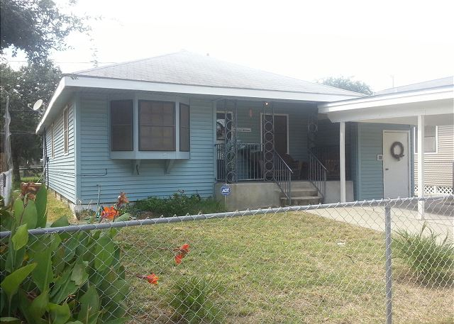 3 Bedroom, 1 Bath, Fenced, Off-Street Parking - Galveston, Texas