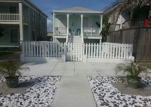 Beachside, Beachview, Wi-Fi, Off-Street Parking, Sleeps 6 - Galveston, Texas