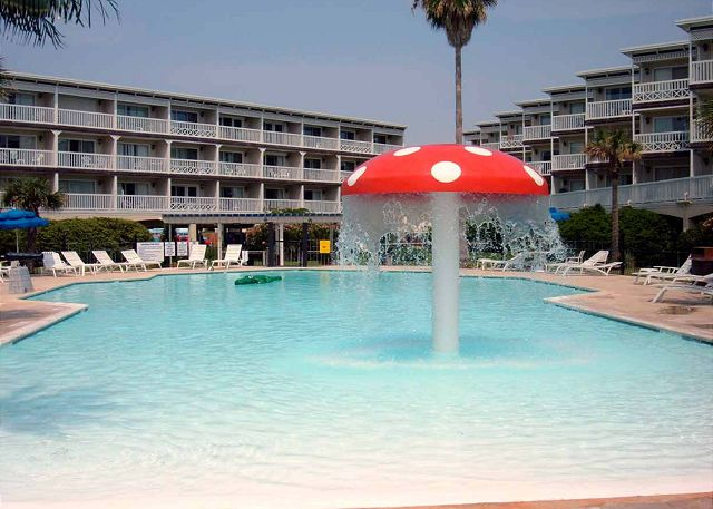 Great beachfront condo- conveniently located, fishing, pools, deli, spa - Galveston, Texas