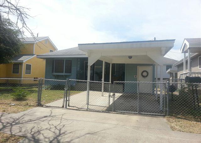 3 Bedroom, 1 Bath, Fenced, Off-Street Parking - Galveston, Texas