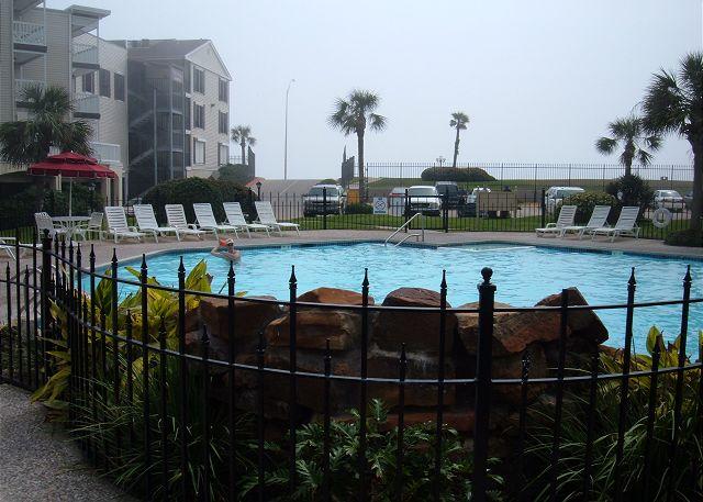 Great beachfront condo- conveniently located, fishing, pools, deli, spa - Galveston, Texas
