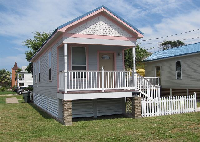 Sleeps 4, Walk/ Bike to the Beach, Direct TV - Galveston, Texas