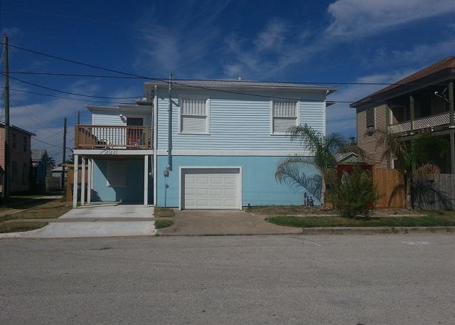 Beachview, Separate Quarters, 4 Bedrooms, 2 Bath, Sleeps 10 - Galveston, Texas