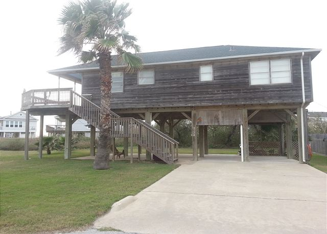 Fantastic 2nd rown beach house- ocean view, large deck, surfing, fishing - Galveston, Texas