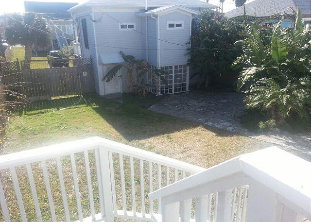 2 Blocks to the Beach, Deck, Sleeps 6, 2 Decks - Galveston, Texas