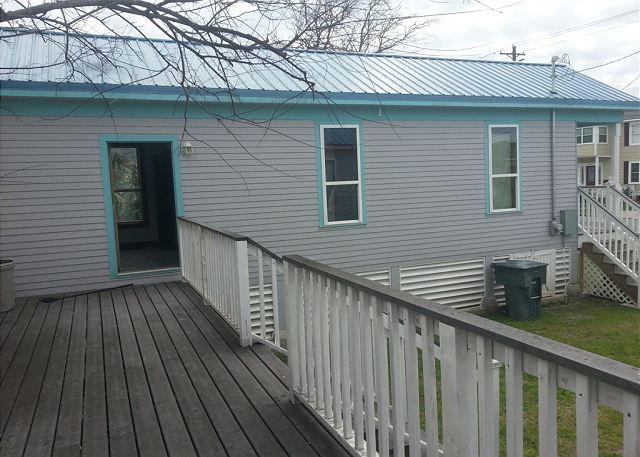 2 Houses, Sleeps 8, 4 Blocks to the Beach, Pet Friendly - Galveston, Texas