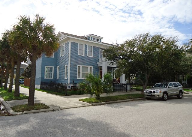 Sleeps 4- 14, Close to Pleasure Pier, Beach, Restaurants - Galveston, Texas