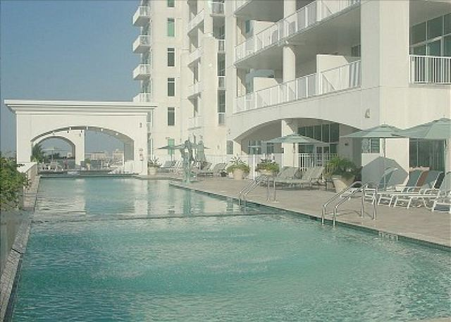 5 Star Condo & Amenities  w/ Beachview, Sleeps 8 - Galveston, Texas
