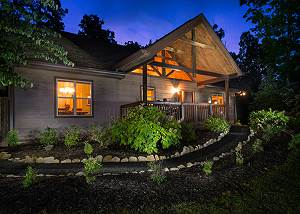 Riversong Romance, 2 Bedrooms, Mountain View, Hot Tub, Fenced Yard, Sleeps 4