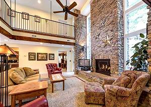 Four Sisters' Lodge, 5 Bedrooms, Downtown, Great for Groups, Sleeps 20