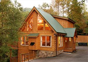 Cozy Bear Lodge 3 Bedrooms, Private, Near Downtown, Hot Tub, Sleeps 12