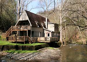 Brook Trout Chalet, 2 Bedrooms, On the Water, Hot Tub, Grill, Sleeps 9