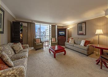 Royal Garden at Waikiki 1800 2br/2ba Presidential Suite - 1K1Q1F