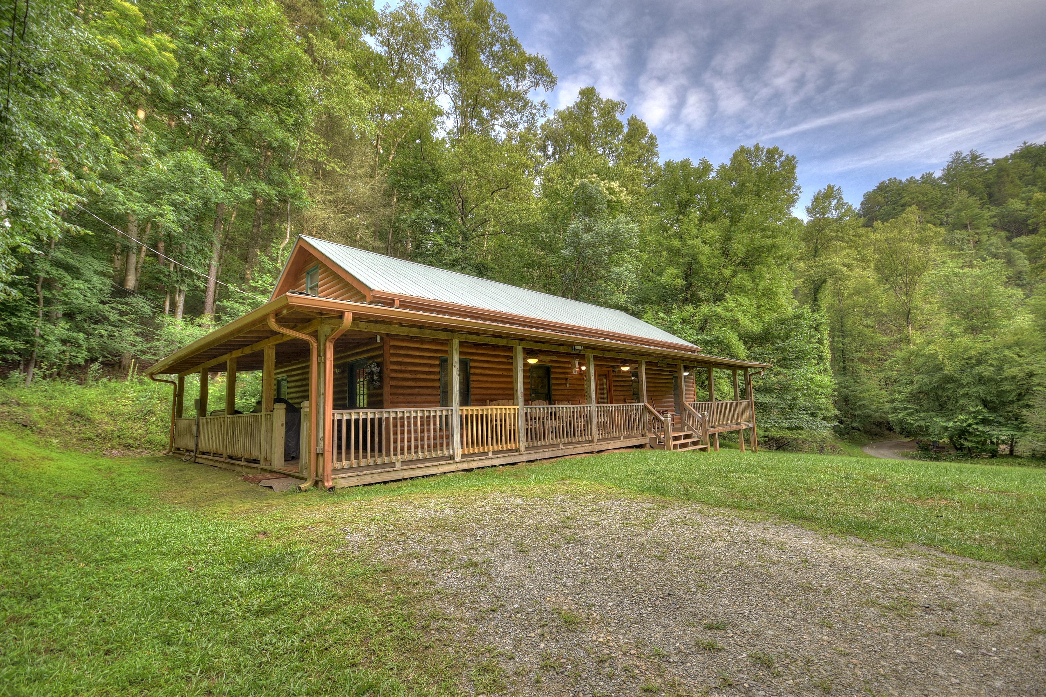 Sleepy Bear Hollow - Aug & Sept $149 | A Blue Ridge Vacation