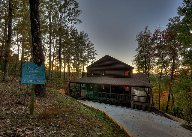 Blue ridge ga united states three blind moose blue for 8 bedroom cabins in blue ridge ga