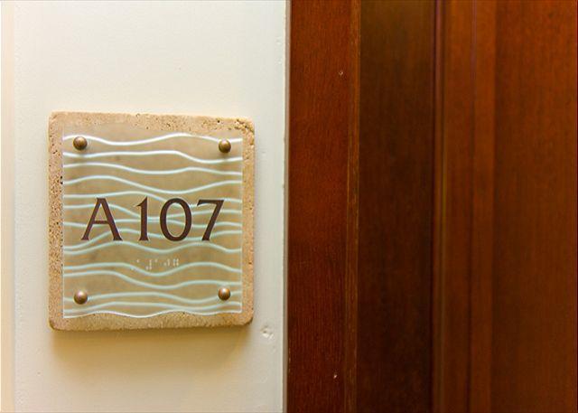 Waipouli A107  LARGE suite closest BEACH FRONT 130