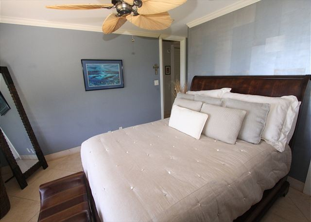 Hale Ili Ili #D  Spacious Bedroom With Ceiling Fans