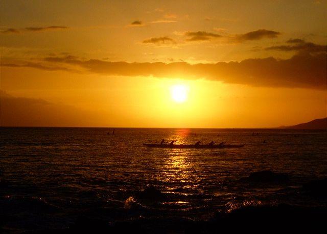 Canoe Paddlers At Kamaole Beach