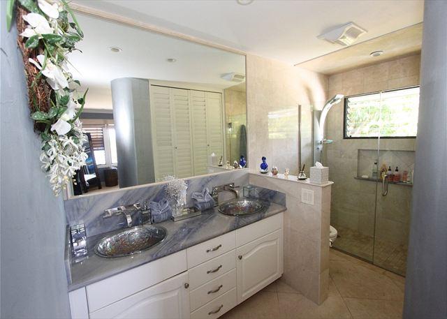 Hale Ili Ili #D Master Bathroom