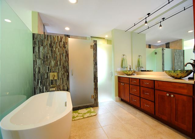 Palms at Wailea #205: Soaking Tub and Walk-in Shower
