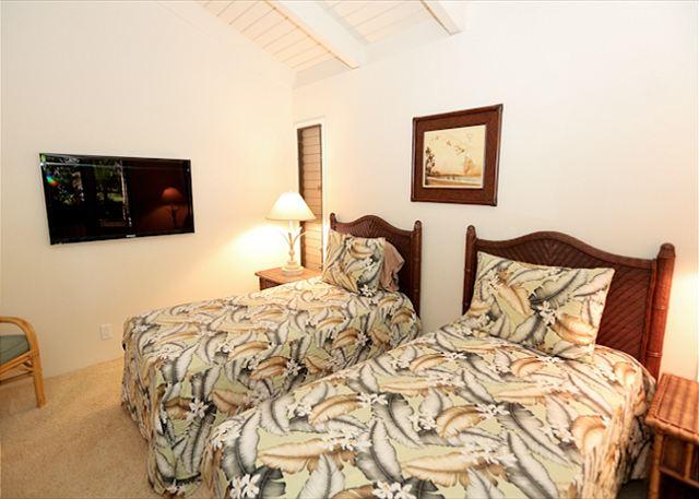 Wailea Ekolu #102 Guest Room With Flat Screen TV