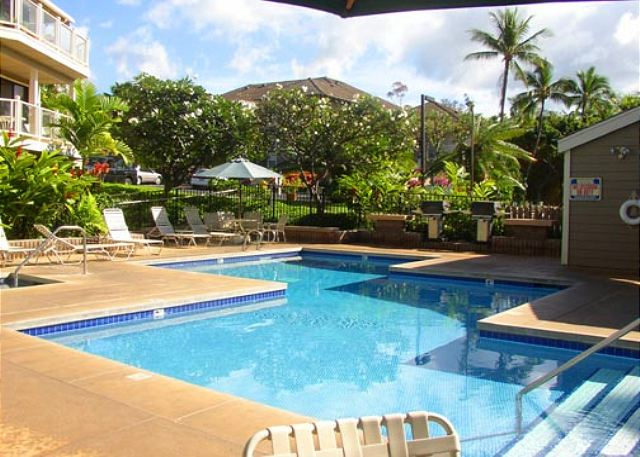 Wailea Grand Champions 2 Pool Spa and Barbecue Areas
