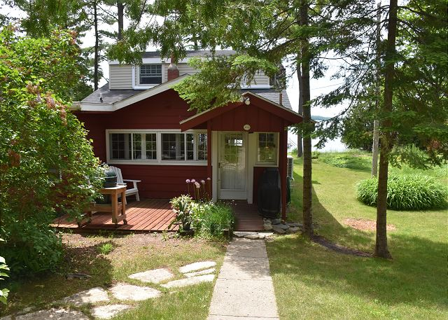 Lake Charlevoix Cottage
