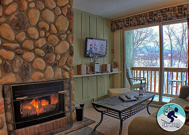 <center>Beautiful gas fireplace to keep you warm even on the coldest Killington days<center>