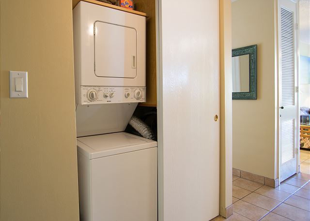 Stacking washer/dryer unit