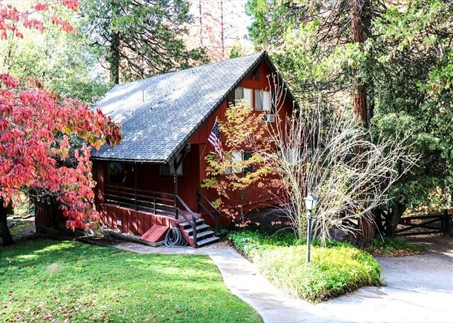 NEW VACATION HOME!  Ideally located on Bass Lake, this modern lodge offers all the comforts of home.  Enjoy the area trails, proxity to Yosemite's South entrance, Bass Lake Village shops and dining.