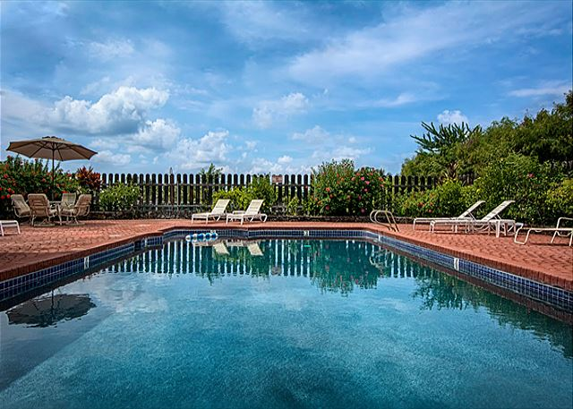 An amazing pool for your enjoyment!