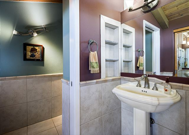 Sinks on both sides of this wall for conveniance!