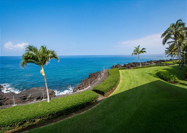Gorgeous Direct Oceanfront View from the Lanai!
