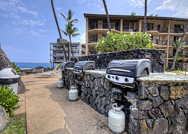 BBQ Grill Area at the Kona Makai! Great for entertaining