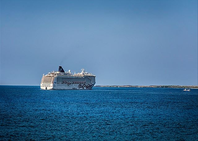 Views of cruise ships!