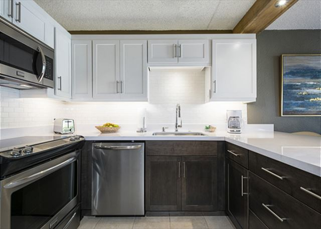 Such a gorgeous fully equipped kitchen!