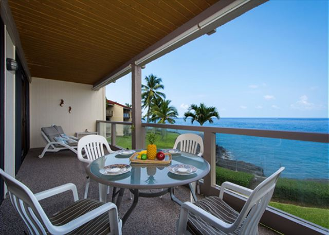 Spacious Lanai with beautiful ocean views!