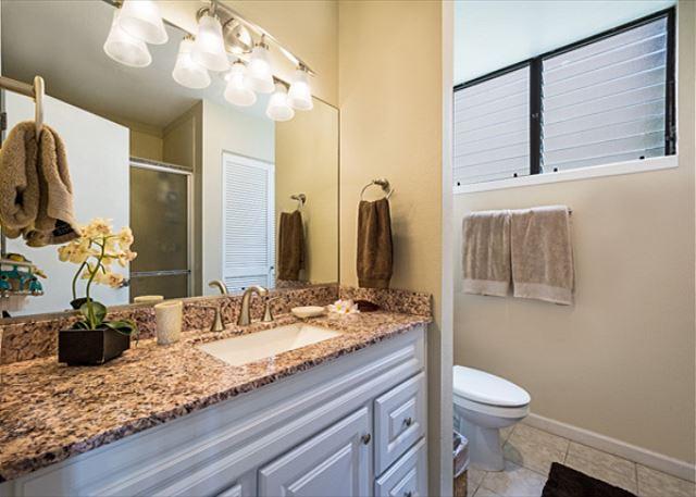 Master bathroom has a walkin shower!!