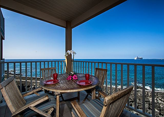 Direct oceanfront living on your lanai!
