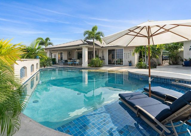 Kona Bubbles: Pristine Luxury 4 bedroom Home with Amazing Pool & Oceanviews!