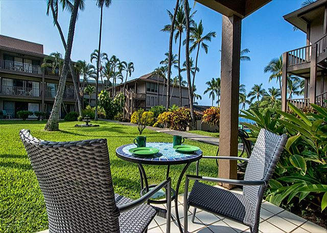 Great Lanai seating while looking towards the pool and the ocean!