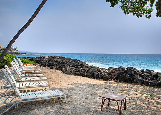 Relax on the Sand at the Kona Isle!
