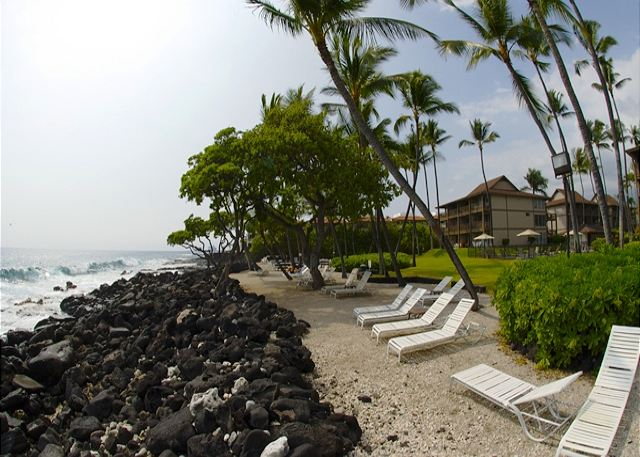 Sand access by the water at the Kona Isle!!