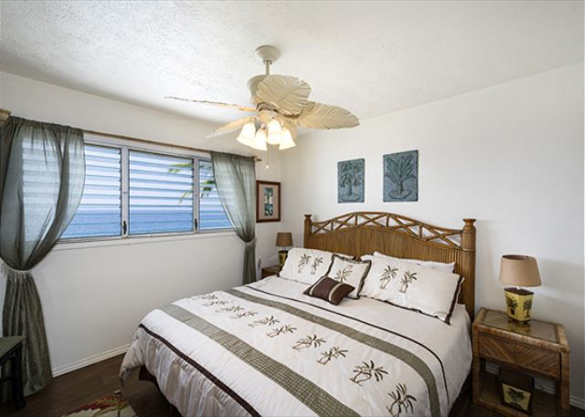 Master bedroom has great King Sized bed and this bedroom faces the water!!