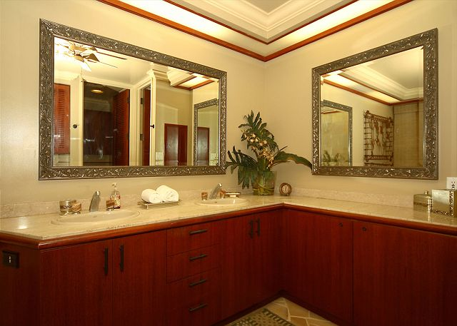 Deluxe Master Bath with spacious area and double