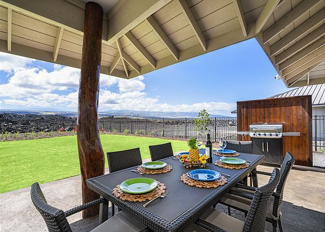 Relax on the lanai with a beautiful mountain view!!