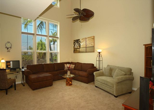 Large cathedral ceiling's!! Large Spacious Living Room