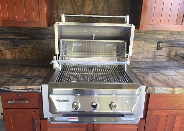 BRAND NEW BBQ KITCHEN